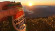Ein Bier auf dem Gipfel: In manchen Momenten gibt es nicht viel, das glücklicher macht.