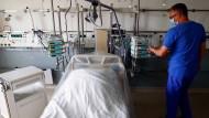 In Deutschland erwarten Patienten, die unter einer Corona-Infektion leiden, dass ihre Ärzte den aktuellen Stand der Forschung berücksichtigen.