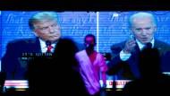 Donald Trump und sein demokratischer Herausforderer Joe Biden während des Fernsehduells in Nashville am Donnerstag
