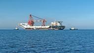 Meter für Meter durch die Ostsee: Nord Stream 2 soll bald fertig werden – und Erdgas nach Deutschland transportieren.