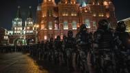 Das Theater der grausamen Absurdität: Protest und Gewalt in Russland