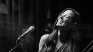 """Als spielten ein paar Freunde nur für sich: Auf dem Album """"Front Porch"""" kultiviert Joy Williams amerikanische Hausmusik."""