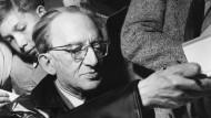 Sozialistisches Klassikergedenken: Georg Lukács bei einer Veranstaltung im Rahmen der Schiller-Ehrung in Weimar 1955