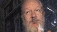 Daneben benommen? Julian Assange nach seiner Verhaftung in Loondon