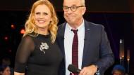 """Barbara Schöneberger und Hubertus Meyer-Burckhardt vor der Aufzeichnung der """"NDR Talk Show"""""""