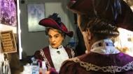 """Das soll ich sein? David Suchet bereitet sich im Jahr 2015 auf seinen Auftritt in Oscar Wildes """"The Importance of Being Earnest"""" vor."""