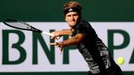 Alexander Zverev retourniert eine Vorhand beim Tennisturnier in Indian Wells