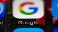 Smartphones mit dem Google-Betriebssystem Android generieren eindeutige Werbe-IDs, die es Google und Drittanbietern ermöglichen, das Surfverhalten der Nutzer zu verfolgen, um sie gezielt mit Werbung anzusprechen.
