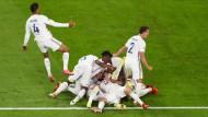 Kollektiver Jubel bei den Franzosen nach dem Siegtreffer durch Theo Hernandez