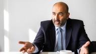 Omid Nouripour, der für die Grünen ein Direktmandat in Frankfurt am Main errungen hat, am 14. September.