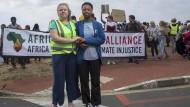 Im Einsatz auf der Straße: Ruby Sampson (links) and Ayakha Melithafa an der Spitze einer Demonstration