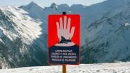 Lawinen – ob der Schnee nun vom Himmel fällt oder aus dem Tütchen kommt – sind für die österreichische Wirtschaft eine Gefahr.