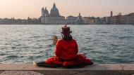 Da war die Welt noch in Ordnung: Eine Venedig-Karnevalistin im vergangenen Jahr