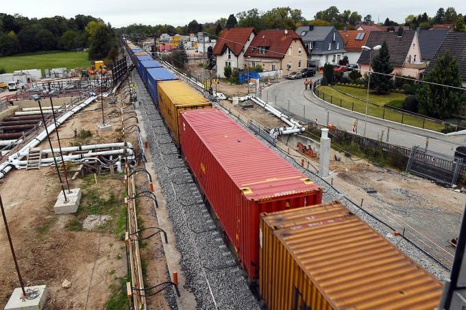 Alle wollen pünktliche Züge, aber niemand will Bahnstrecken neben seinem Haus – und schon gar keine Güterzüge.