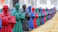 Farbenfrohes Gedenken: Achthundert Luther-Figuren schmückten im Sommer 2010 den Markplatz von Lutherstadt Wittenberg.