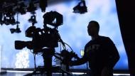Zukunft ungewiss: Auch die Fernsehbranche leidet unter der Corona-Pandemie.