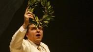 """Michael Schade als Gustav von Aschenbach in Brittens Oper """"Death in Venice"""" nach dem Roman von Thomas Mann im April 2009 in der Hamburger Staatsoper"""