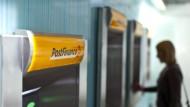 Die Schweizer Postfinance klagt über die Regulierung.