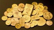 Barren und Münzen aus Feingold