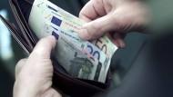 Verbraucher müssen vom Jahreswechsel an mehr zahlen.
