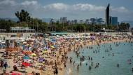 Der Strand Nova Icaria in Barcelona am 11. Juli