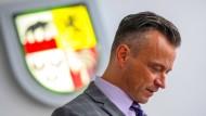 Andy Grabner (CDU), Landrat des Landkreises Anhalt-Bitterfeld wartet auf den Beginn der Sitzung des Katastrophenstabes am 12. Juli 2021