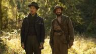 """Nur sie wissen, warum die Küchlein so gut schmecken: Orion Lee (links) und John Magaro in """"First Cow"""""""