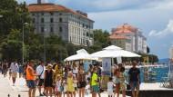 Touristen in Zadar: Teile des kroatischen Küstengebiets wurden vom RKI als Risikoregion eingestuft.