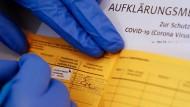 Eintrag: In Frankfurt gibt es noch Sondertermine für Injektionen mit dem Astra-Zeneca-Produkt, auch für Leute unter 60