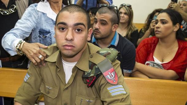 © dpa Der Soldat Elor Azaria war 18 Jahre alt, als er in Hebron den am Boden liegenden Palästinenser erschoss.