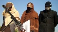 Kämpfer der Taliban nehmen am 8.Februar 2020 an einer Kapitulationszeremonie in der Provinz Nangarhar teil.
