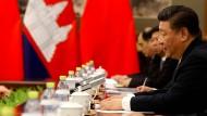 Xi Jinping trifft am Montag im Pekinger Staatsgästehaus Diaoyuta auf Kambodschas Premierminister Hun Sen (nicht im Bild).