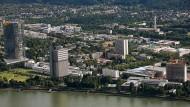 Die Vereinten Nationen in Bonn: Das ehemalige Regierungsviertel mit Posttower (l), UN-Campus (Mitte) und Congress-Center,