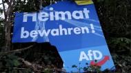 Demoliertes AfD-Wahlplakat in Duisburg