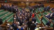 Wollen abstimmen: Britische Abgeordnete auf dem Weg zum Hammelsprung