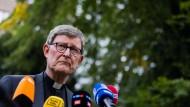 Rainer Maria Kardinal Woelki, Erzbischof von Köln, gibt am Freitag in Köln im Garten des Erzbischöflichen Hauses ein Statement ab.