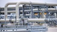 Mecklenburg-Vorpommern, Lubmin: Rohrsysteme und Absperrvorrichtungen in der Gasanlandestation von Nord Stream 2, aufgenommen am 29. April 2021.