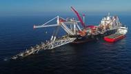 """Das Verlegeschiff """"Audacia"""" im November 2018 vor der Insel Rügen"""