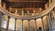 Griechische Götterfiguren auf der Galerie des Teatro all' Antica in Sabbioneta.