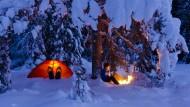 Die deutsche Campingbranche blickt auf ein Rekordjahr zurück, und selbst Wintercamping wird immer beliebter – es muss ja nicht gleich bei Neuschnee im Zelt sein.