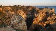 Selfie mit Sonnenuntergang: Ponta da Piedade bei Lagos ist dafür der beste Ort an der Algarve.