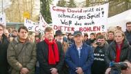 Vergeblicher Protest: Mitarbeiter demonstrieren Ende Februar 2015 gegen die drohende Schließung der Hanauer Kleiderfabrik.