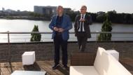 Ausblick: Fintech-Group-Chef Frank Niehage (links) am Firmensitz mit Hessens Wirtschaftsminister Tarek Al-Wazir
