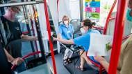 """Niedrigschwellig: Im Main-Kinzig-Kreis fährt an bestimmten ein Impfbus unter dem Motto """"Dein Pflaster"""""""