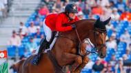 Kein Hindernis zu hoch: Alice trägt Simone Blum zur Goldmedaille.
