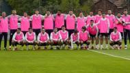 Gruppenbild als Farbtupfer: Spaniens Spieler mit rosa Leibchen