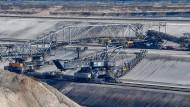 Blick auf die Förderbrücke F60 im Braunkohletagebau Jänschwalde der Lausitz Energie Bergbau AG (LEAG)