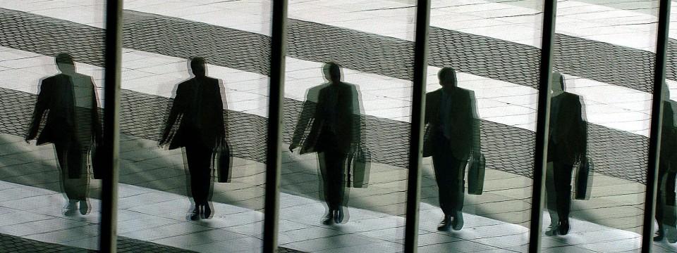 Auf dem Weg nach ganz oben? Geschäftsführer und Vorstände verdienen besonders gut.