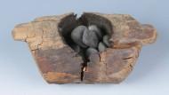 Eins der Räuchergefäße: Cannbis-Becher aus Wacholderholz mit Steineinlage.