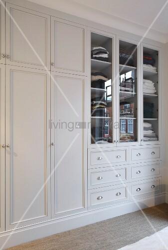 Eingebauter Kleiderschrank weiss   Bild kaufen  11370086 living4media